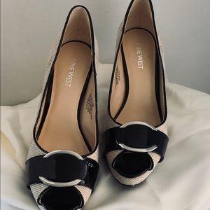 NWOB Women's Nine West Catchmeo Black/Cream Heels